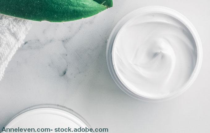 weiße Creme zur Pflege