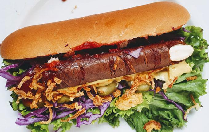Veganer Halloween Finger Hot Dog